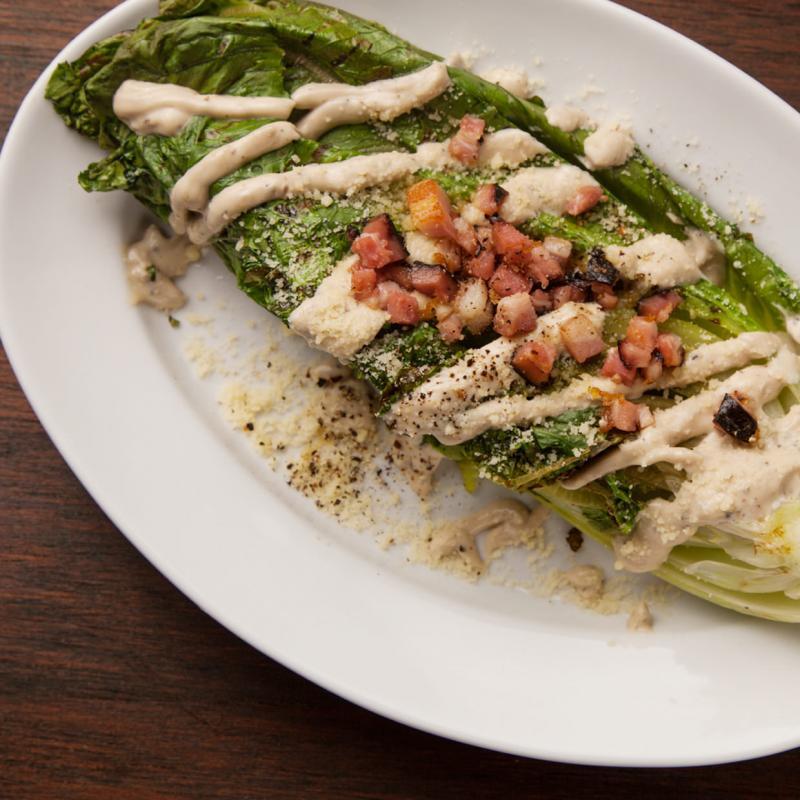 長野産ロメインレタスと黒胡椒のグリルドシーザーサラダ