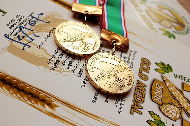 金賞賞状と金メダル