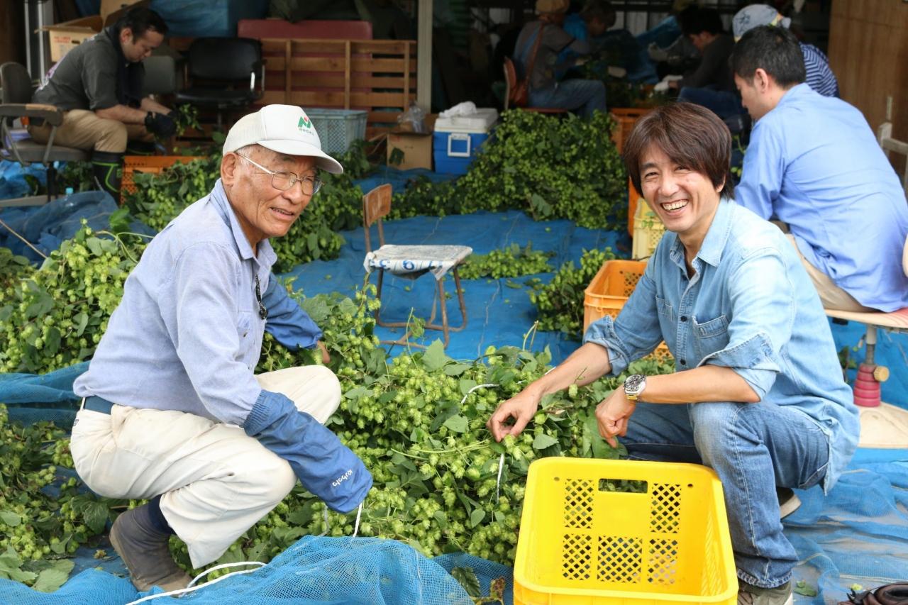 浅川さん(左)と、サンクトガーレン社長の岩本(右)