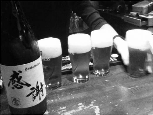 一升瓶ビールは1本で4〜5杯分